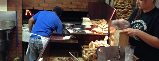 St-Viateur Bagel & Café is one of Lugares favoritos de Omer.