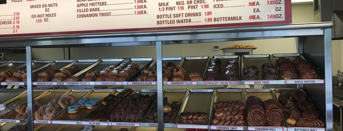 Shipley Do-Nuts is one of Tempat yang Disukai Andrew.
