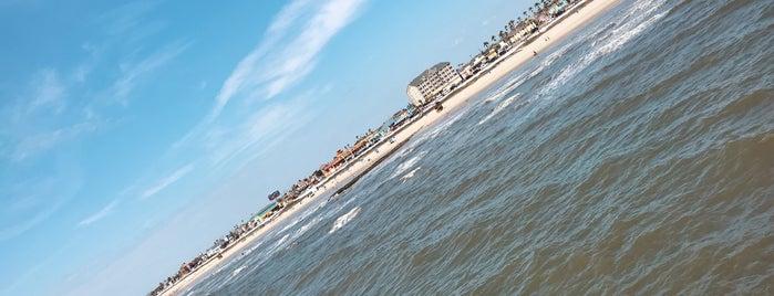 The Jetty At Pleasure Pier is one of Lugares favoritos de Rita.