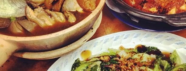 Teluk Pulai Pottery Bak Kut Teh (直落玻璃瓦煲肉骨茶) is one of Owen'in Kaydettiği Mekanlar.