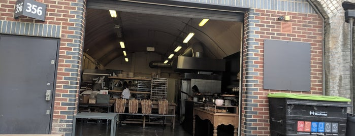 Yeast Bakery is one of Locais curtidos por Ale.