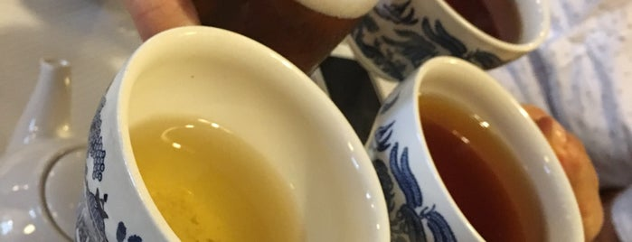 The Tea Caddy is one of Tempat yang Disimpan Olenka.