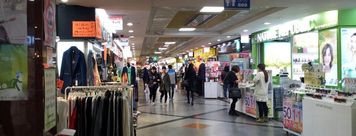 Jeju Jungang Underground Shopping Center is one of Brianさんの保存済みスポット.