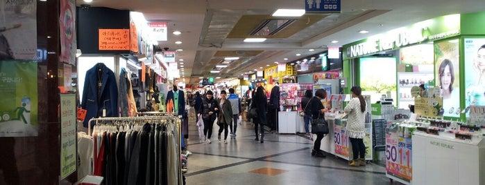 Jeju Jungang Underground Shopping Center is one of Gespeicherte Orte von Brian.
