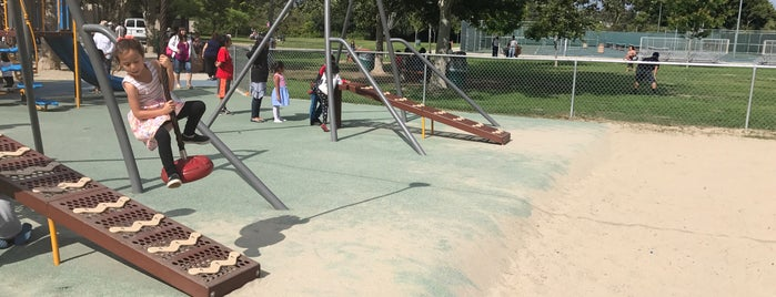 Griffith Park Rec Center Playground is one of Lau 님이 좋아한 장소.