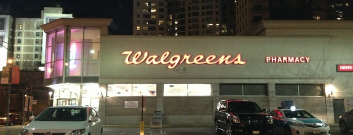 Walgreens is one of Lugares favoritos de Asif.
