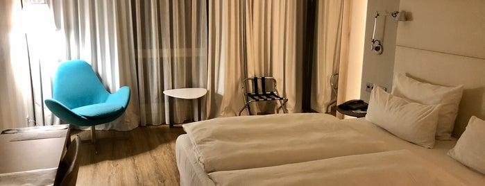 Hotel NH Berlin Alexanderplatz is one of Locais curtidos por Els.