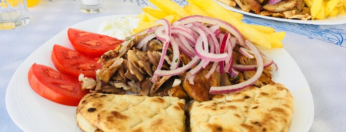 Kennys Gyros & Grill is one of Lugares favoritos de Mayte.
