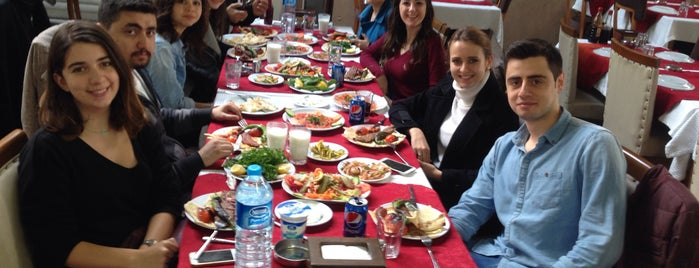 Tarihi Adana Kazancılar Kebapçısı is one of Locais curtidos por Gizem.
