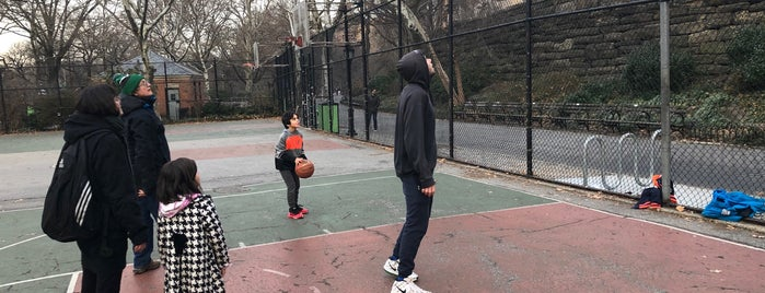 Riverside Park Basketball Courts is one of Make NYC Your Gym: Get Together.