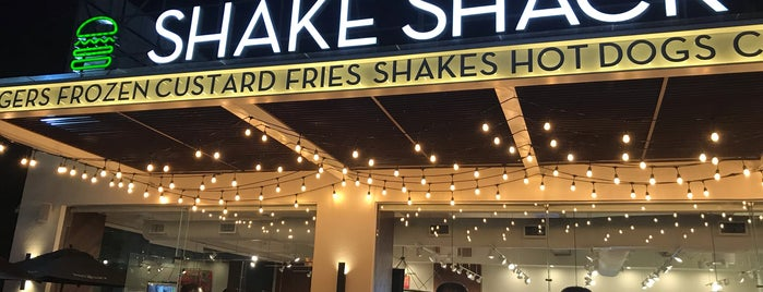 Shake Shack is one of Posti che sono piaciuti a Rafael.