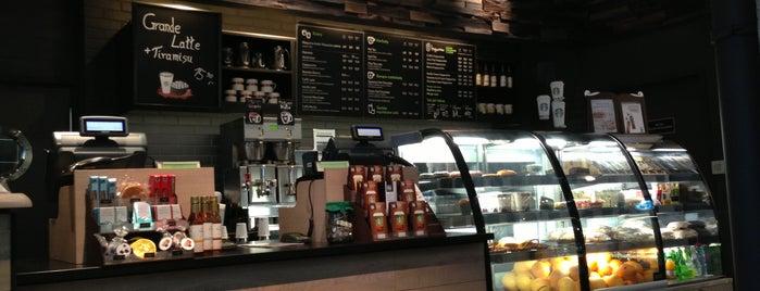 Starbucks is one of Locais curtidos por Irene.
