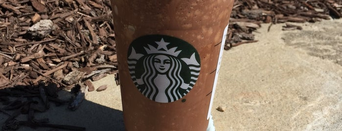 Starbucks is one of Lugares favoritos de Staci.
