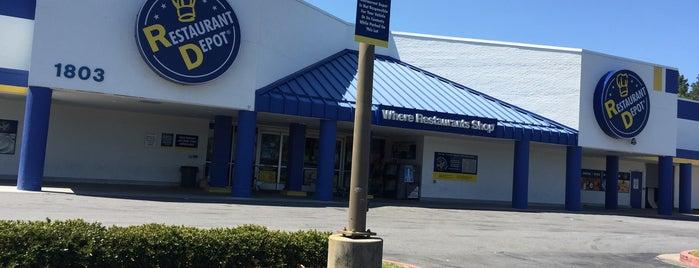 Restaurant Depot is one of Tempat yang Disukai Rachel.