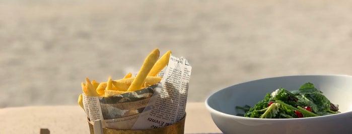 Al Hamra Beach is one of Posti che sono piaciuti a Francesca.