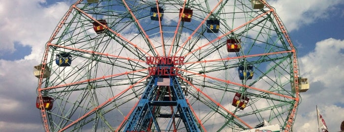 Deno's Wonder Wheel is one of Lieux qui ont plu à Colleen.