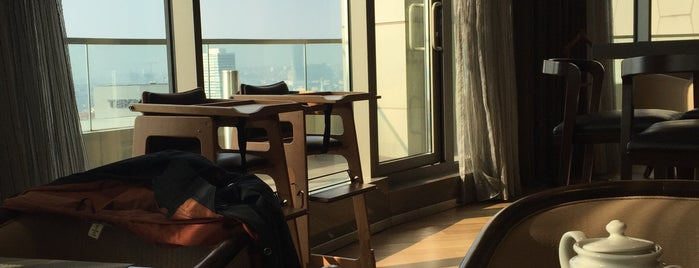 Hilton Istanbul Kozyatagi Executive Lounge is one of Sibel'in Kaydettiği Mekanlar.