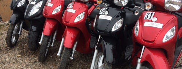 Island Moped is one of Posti che sono piaciuti a Patrick.