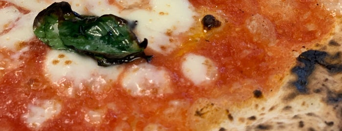 Antica Pizzeria Da Michele is one of Pizzerie top.