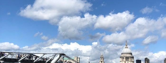 Tate Modern Bridge is one of Tempat yang Disukai Mike.