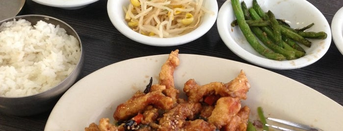Shila Korean Restaurant is one of Orte, die Shannon gefallen.