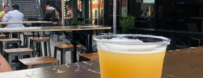 Lucky Dorr Patio & Tap is one of Chicago Craftbeer.