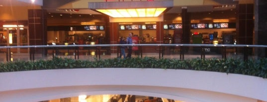 AMC Tysons Corner 16 is one of Lugares favoritos de Jingyuan.