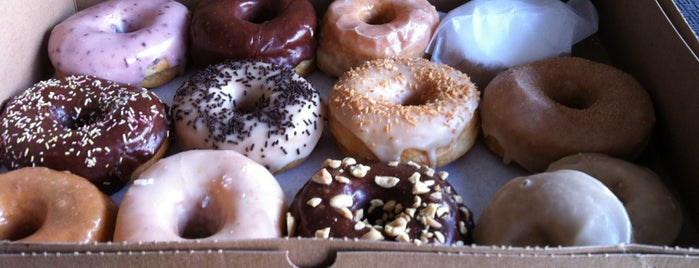 Dun-Well Doughnuts is one of NYC Izzy 2DO.