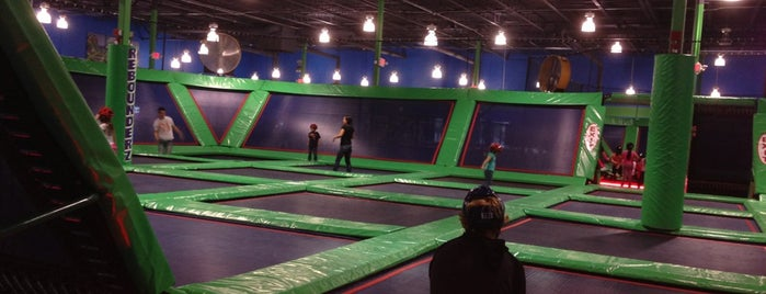 Outer Limitz Trampoline Arena is one of Priscilaさんの保存済みスポット.
