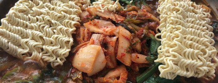 원조 삼거리 부대찌개 전문 is one of Korean food.