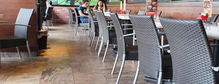 Chili's Grill & Bar is one of Locais curtidos por Marco.