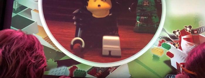 LEGO Studios is one of Tempat yang Disukai Yeş.