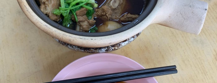 Sin Heng Claypot Bak Kut Teh 新興瓦煲肉骨茶 is one of Lugares favoritos de Robbie.