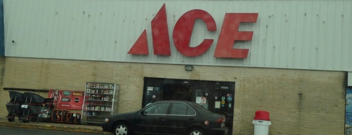 Costello's Ace Hardware is one of Lugares favoritos de David.