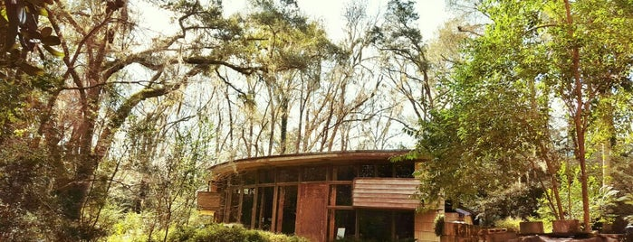 Spring House is one of Frank Lloyd Wright.