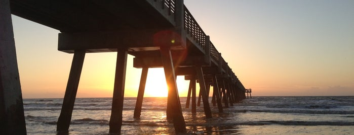 Jacksonville Beach Fishing Pier is one of Jax.