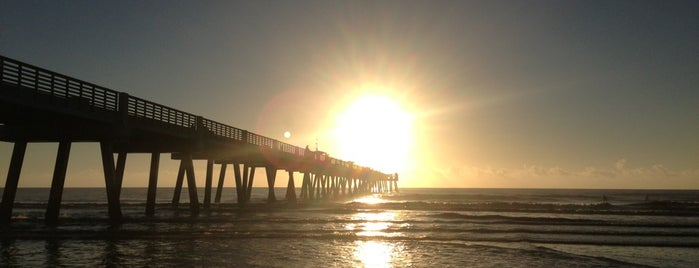 Jacksonville Beach By The Pier is one of Locais curtidos por Elle.