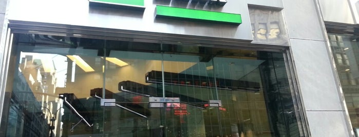 TD Bank is one of Lugares favoritos de Maurice.