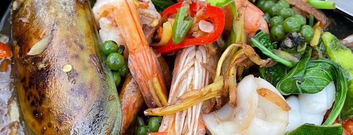 Inlaya Bar & Grill is one of ราชบุรี.