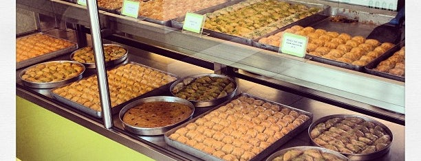 Yeşilköy Kaşıbeyaz Baklava is one of Hakan : понравившиеся места.