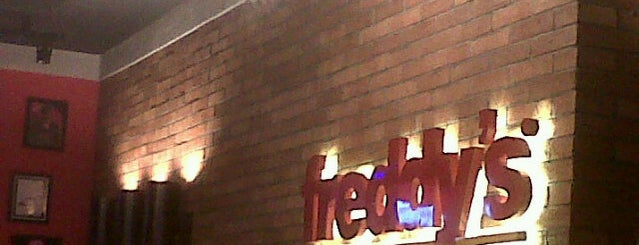 Freddy's Burger & Steak House is one of Locais salvos de Silvia.