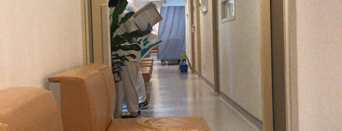 Mount Elizabeth Hospital is one of Tempat yang Disukai Andrew.