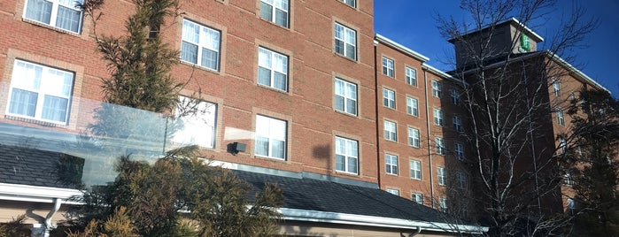 Holiday Inn Chantilly-Dulles Expo (Arpt) is one of Tempat yang Disukai Mike.