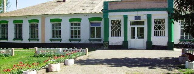 Великокрушлинецька школа is one of Великі Крушлинці.