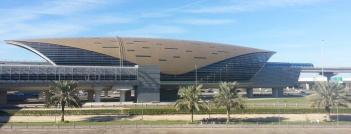 Mall of the Emirates Metro Station is one of Lugares favoritos de Vee.