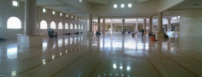 Masjid Raya Bandung is one of Via's.