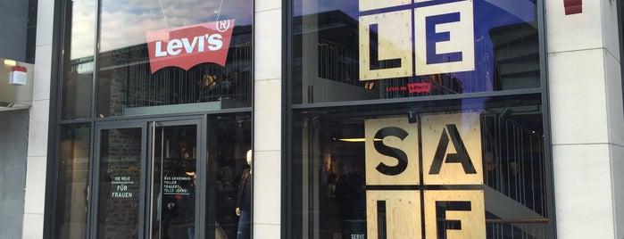 Levi's Store is one of Lugares favoritos de Erik.