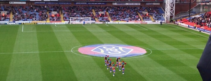 Selhurst Park | Crystal Palace FC is one of Tempat yang Disukai Carl.