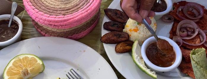huevos motuleños y mas is one of Orte, die Ricardo gefallen.