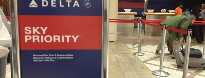 Delta Sky Priority is one of YUL/HNL2013.